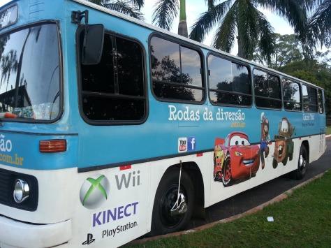 Tudo acontece dentro do ônibus com GAMES