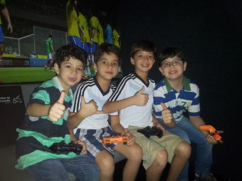Ônibus com videogames para festa infantil