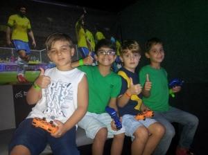 Crianças jogando minecraft no Rodas da Diversão